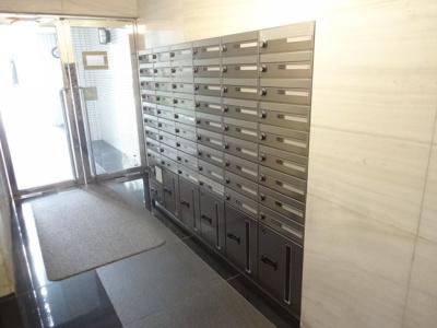 アズール上野 メールボックスと留守中でも宅配便が受け取れる宅配ボックスがあります!