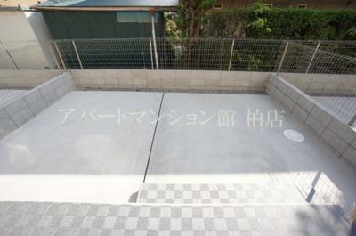 【バルコニー】ホワイト・サラ