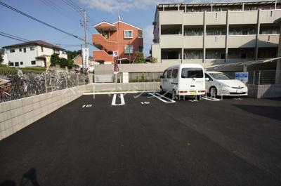【駐車場】ホワイト・サラ