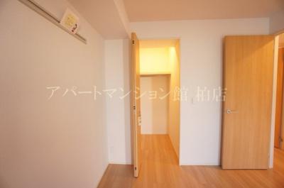 【寝室】ホワイト・サラ