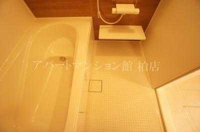【浴室】ホワイト・サラ