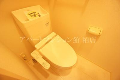 【トイレ】ホワイト・サラ