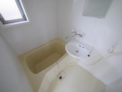 お風呂窓付きで換気しやすいです
