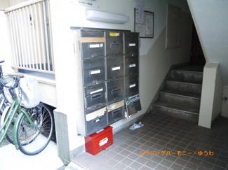 集合ポストです。玄関前まで郵便スタッフがくることがありません。
