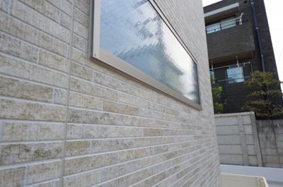 外壁のデザインも珍しい柄を使用しております