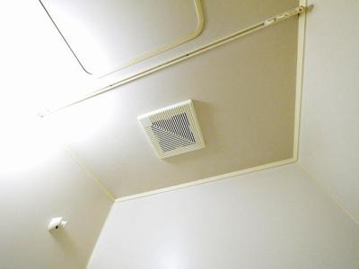 換気扇付きで浴室内も快適です
