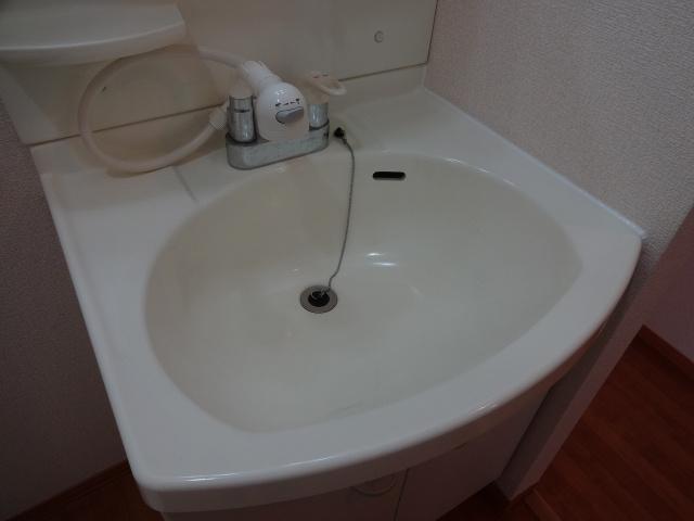 アムールアザブ 独立洗面台 下部