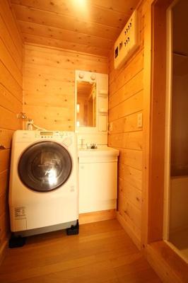 【洗面所】西竹之丸戸建スウェーデン式ログハウス