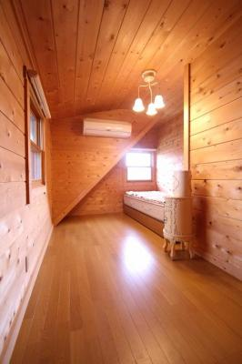 【子供部屋】西竹之丸戸建スウェーデン式ログハウス
