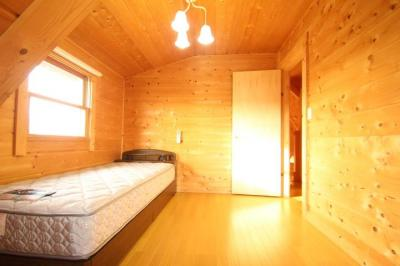 【寝室】西竹之丸戸建スウェーデン式ログハウス