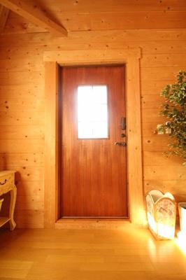 【玄関】西竹之丸戸建スウェーデン式ログハウス