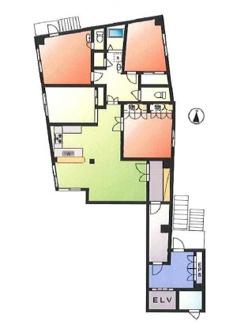 今回ご紹介するのは2階のお部屋。床面積約39坪の大型住居です。