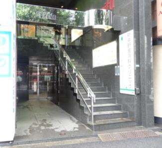 マンション1階にはローソンと調剤薬局が入っています。