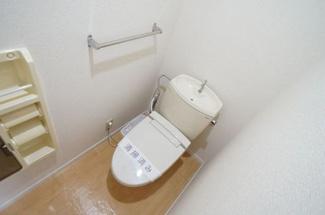 もちろん温水洗浄便座です
