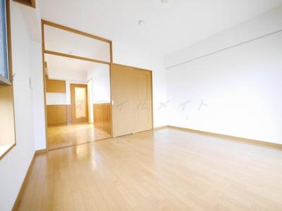 扉をはずして広々約12帖のワンルームとしても利用可能です。