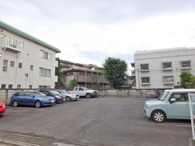 敷地内駐車場(2万円/月額)
