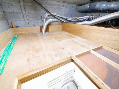 キッチンの屋根裏に収納スペースがあります