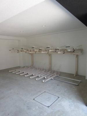 グランヴァン駒沢大学の駐輪場