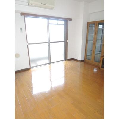 サングリーン新宿の洋室