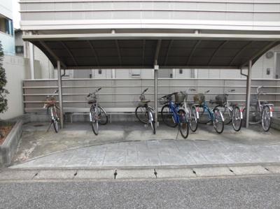 プレジールⅢの駐輪場