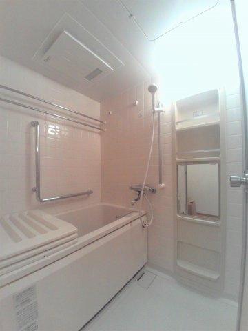 オートバス・浴室乾燥機付きです。【ビュータワー本駒込】