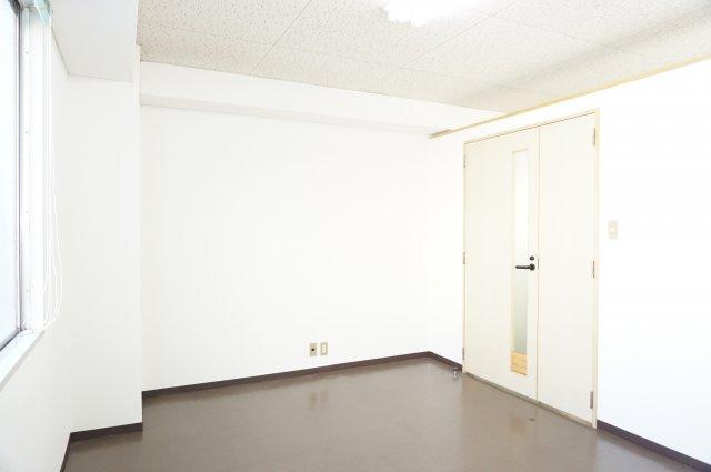 応接室として区分けされている小部屋です。