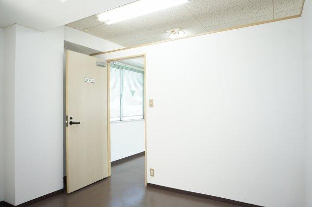 更衣室として区分けされている小部屋です。