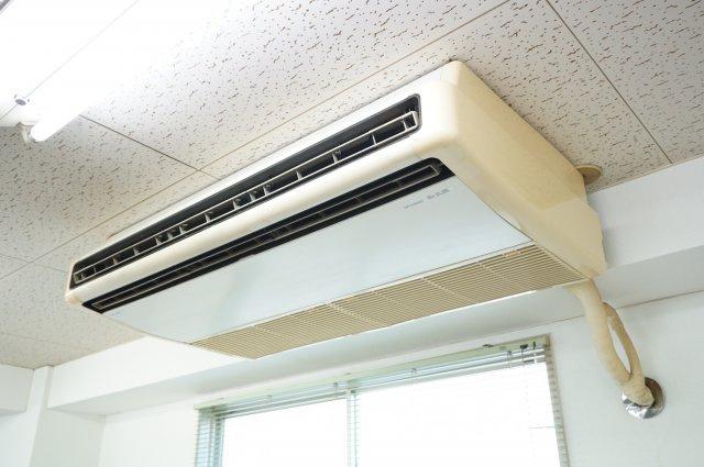 パワフルな業務用エアコンがあります。