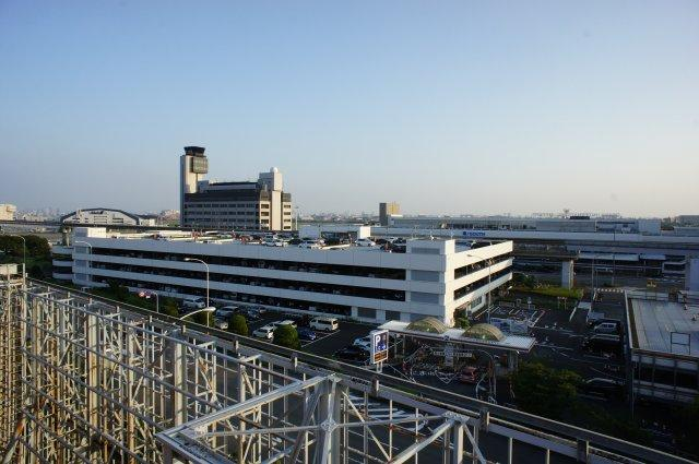 西側にはすぐ大阪空港(伊丹空港)があるとても便利な立地です。