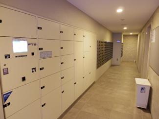 グランソシア辰巳の森海浜公園 宅配ボックス兼クリーニングサービス、レンタサイクルの受付も可能です。