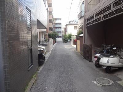 加藤ビル 建物前