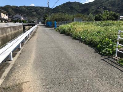 【前面道路含む現地写真】【売地】保田中学校区・55884