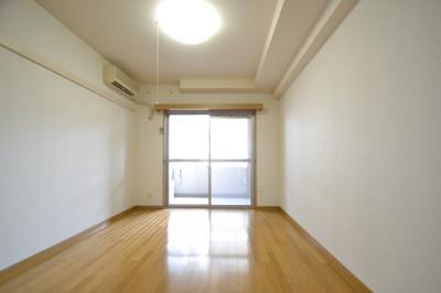 【寝室】ウェルブ六甲道3番街4番館