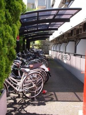 駐輪場。バイクも無料でおけます