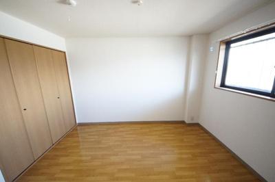 ハイ・ルミナスの洋室