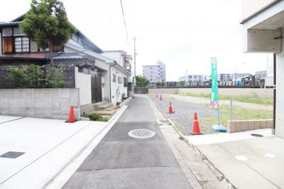 【前面道路含む現地写真】伏見区土橋町3号地 3区画分譲 建築条件付き土地