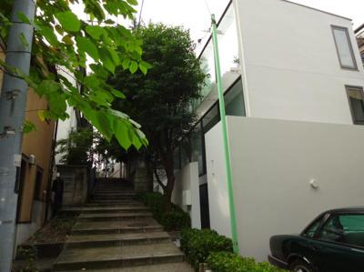 スピカビル 外観及び建物前面階段