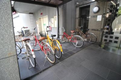 自転車も停めれて、駐車場もあります!