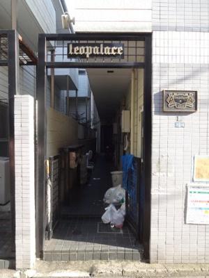 【エントランス】レオパレス原