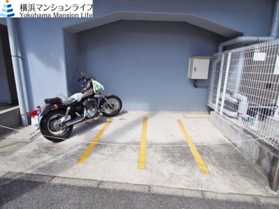 バイク置き場も空きあります。