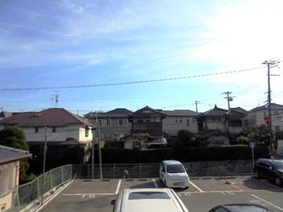 南向きで前面駐車場なので日当たり良好です★