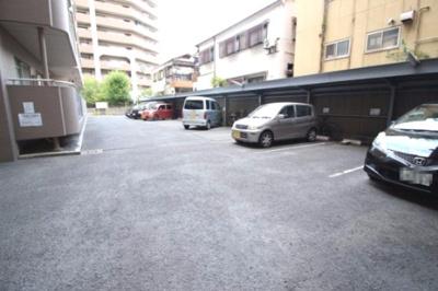 敷地内にに駐車場有ります♪