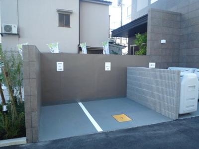 敷地内ゴミ置き場(ビン・カンなど)
