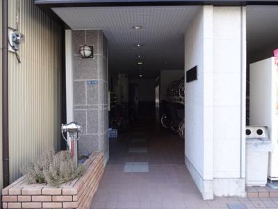 【エントランス】三恵中田パレス