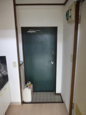 ミモザビル 玄関にはシューズボックスがあります
