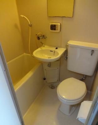 ミモザビル 3点ユニットバスで、バストイレは一緒ですが、その分お部屋のスペースを広く使え、また掃除も楽ちんです。