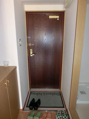 玄関ドアもおしゃれですね。