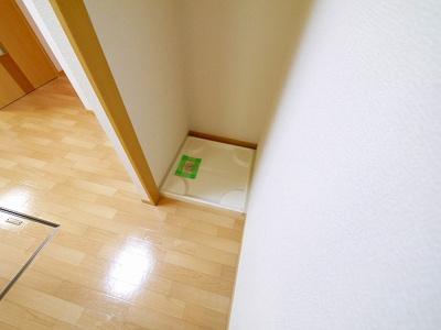 室内に洗濯機の設置スペースが設けられています