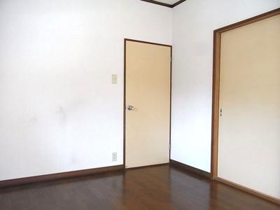 廊下と和室に直接移動可能です