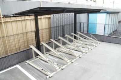 【リブリ・クロスティーケー】は屋根付きの駐輪場!
